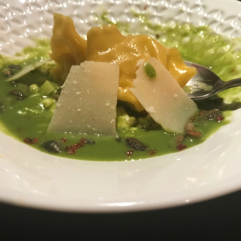 Gaspacho, ravioles et parmesan