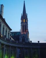 La Basilique vue de la Place du Général de Gaulle